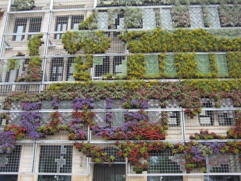 Groene gevel in kopenhagen tuin en balkon