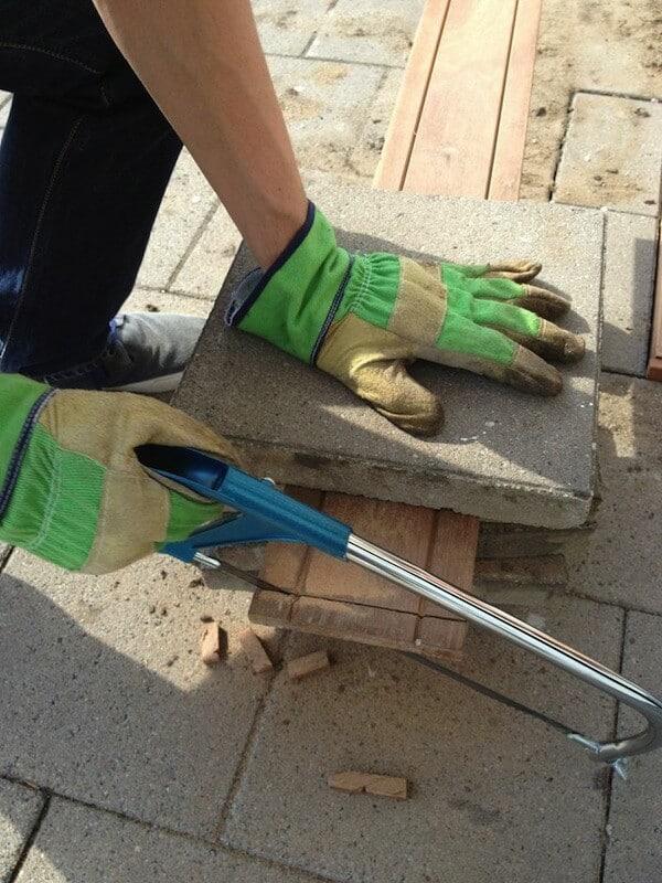 planken-afzagen-zaagbankje-tegels