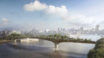 """Londen krijgt """"AbFab"""" tuinbrug dankzij Joanna Lumley"""