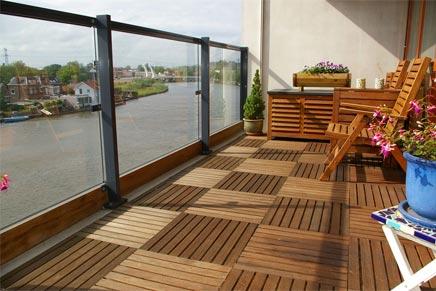 Houten Tegels Balkon : Het steigergevoel met een makkelijke houten vloer op je terras of